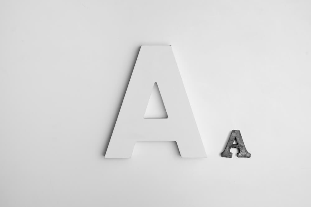 大きさの違う2つのアルファベットのAのオブジェクト